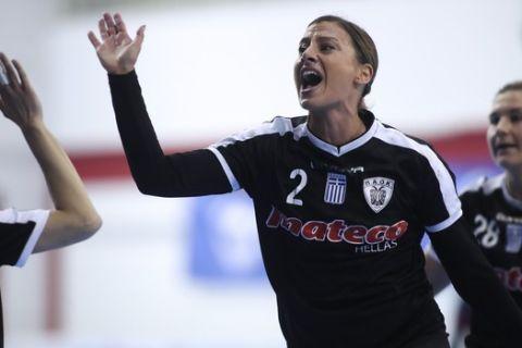 Οι γυναίκες του ΠΑΟΚ στο χάντμπολ πανηγυρίζουν ένα γκολ επί της Βέροιας στον τελικό Κυπέλλου/10-5-2021