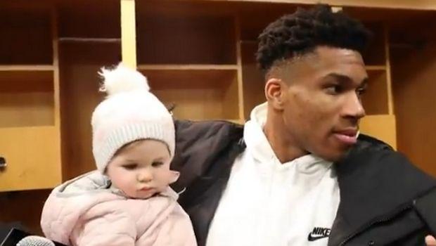 Γιάννης Αντετοκούνμπο: Έκανε δηλώσεις έχοντας αγκαλιά ένα μωρό!