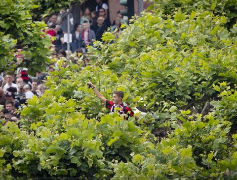 A Eintracht Frankfurt supporter looks out of the top of trees during celebrations after beating Bayern Munich in the German soccer cup final Saturday in Berlin, in Frankfurt, Germany, Sunday, May 20, 2018.(AP Photo/Michael Probst)