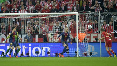 Bayern Munich's midfielder Thomas Mueller (R) scores during UEFA champions league semi final first leg football match between Bayern Muenchen and FC Barcelona on April 23, 2013 in Munich.  AFP PHOTO / ODD ANDERSEN        (Photo credit should read ODD ANDERSEN/AFP/Getty Images)