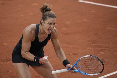 Η Μαρία Σάκκαρη πανηγυρίζει τη νίκη της επί της Μέρτενς /5-6-2021