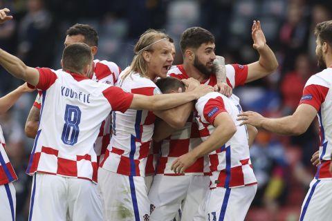 Οι παίκτες της εθνικής Κροατίας πανηγυρίζουν γκολ κόντρα στην Σκωτία στο Euro 2020