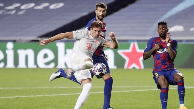 Barcelona's Nelson Semedo, right, and Barcelona's Gerard Pique, center, try to block a shot by Bayern's Leon Goretzka, left, during the Champions League quarterfinal match between FC Barcelona and Bayern Munich at the Luz stadium in Lisbon, Portugal, Friday, Aug. 14, 2020. (AP Photo/Manu Fernandez/Pool)