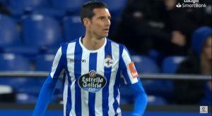 H Ντεπορτίβο άλλαξε τη ρίγα στη φανέλα από οριζόντια σε κάθετη και δεν χάνει ματς!