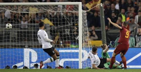 Roma's Edin Dzeko, right, scores his side's second goal during the Champions League semifinal second leg soccer match between Roma and Liverpool at the Olympic Stadium in Rome, Wednesday, May 2, 2018. (AP Photo/Alessandra Tarantino)