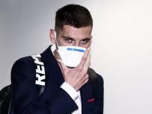 """Κορονοϊός: Με μάσκες στο Λονδίνο οι """"ερυθρόλευκοι"""""""