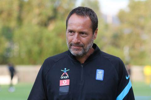 Ο προπονητής της Εθνικής Ελλάδας, Τζον Φαν Σιπ
