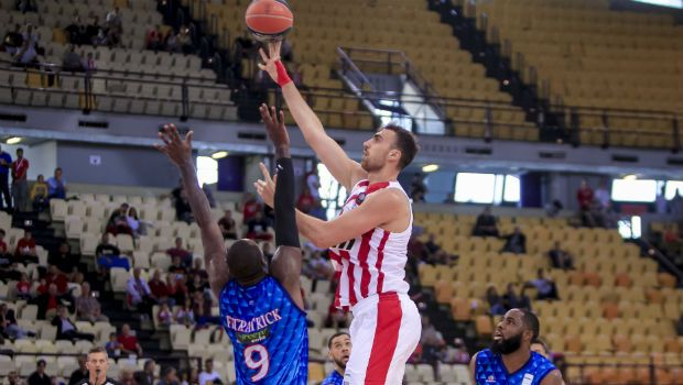 Ολυμπιακός - Χολαργός 88-78: Ο Μιλουτίνοβ δεν είχε αντίπαλο