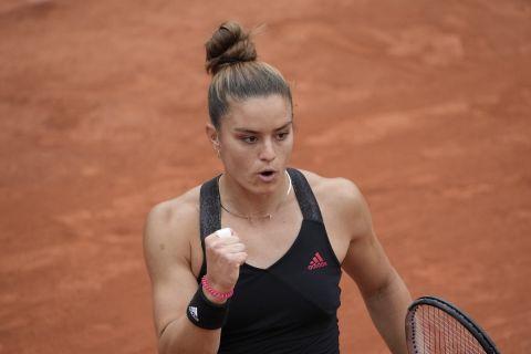 Η Μαρία Σάκκαρη πανηγυρίζει πόντο κόντρα στη Μέρτενς για το Roland Garros.