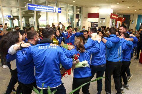 Η επιστροφή της αποστολής της Ελλάδας απ' το ευρωπαϊκό πρωτάθλημα καράτε