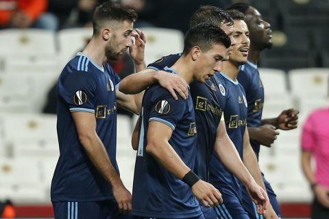 Οι παίκτες της Σλόβαν Μπρατισλάβας πανηγυρίζουν γκολ που σημείωσαν κόντρα στη Μπεσίκτας, στους ομίλους του Europa League