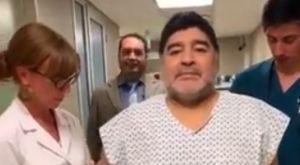 Ο Μαραντόνα χειρουργήθηκε και δήλωσε ότι περπατάει πάλι σαν 15χρονος