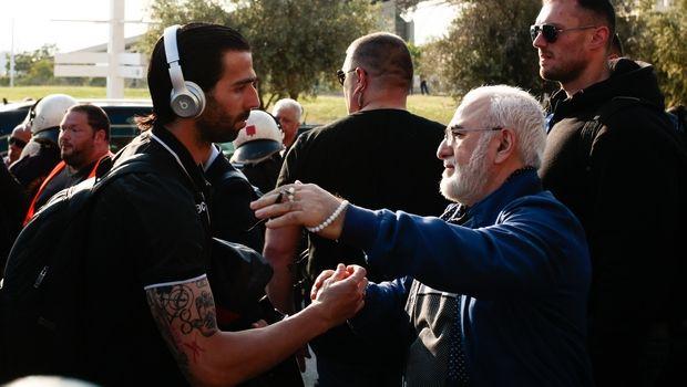 ΠΑΟΚ: Η γούρικη αγκαλιά του Ιβάν Σαββίδη σε παίκτες και τεχνικό τιμ