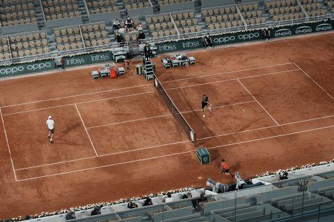 Ένα από τα γήπεδα του Roland Garros στη διάρκεια ενός αγώνα για το 2021
