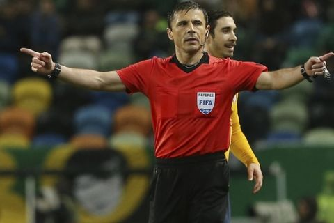 Referee Milorad Mazic gestures during the Europa League quarterfinal second leg soccer match between Sporting CP and Atletico Madrid at the Alvalade stadium in Lisbon, Thursday, April 12, 2018. (AP Photo/Armando Franca)