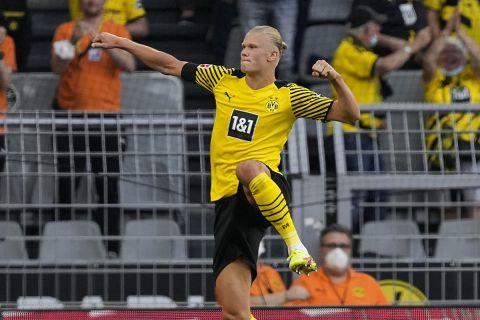 Ο Χάαλαντ πανηγυρίζει το γκολ του στο Ντόρτμουντ - Άιντραχτ