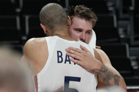 Η αγκαλιά του Μπατούμ με τον Ντόντσιτς
