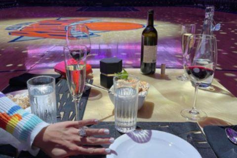 Ο Ντέρικ Ρόουζ έκανε πρόταση γάμου στην κοπέλα του σε ρομαντικό δείπνο στο Μάντισον Σκουέρ Γκάρντεν