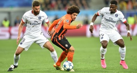Shakhtar Donetsk's Brazilian midfielder Fred (C) vies with Paris Saint-Germain's Italian midfielder Thiago Motta (L) and Paris Saint-Germain's Ivorian defender Serge Aurier during the UEFA Champions League group A football match between Shakhtar Donetsk and Paris Saint-Germain at the Arena Lviv, in the Ukrainian city of Lviv, on September 30, 2015.   AFP PHOTO / SERGEI SUPINSKY        (Photo credit should read SERGEI SUPINSKY/AFP/Getty Images)