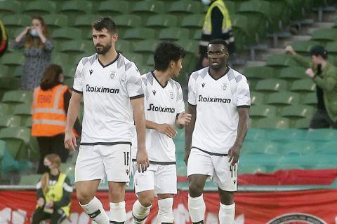 Οι παίκτες του ΠΑΟΚ απογοητευμένοι κατά τη διάρκεια της αναμέτρησης με την Μποέμιανς