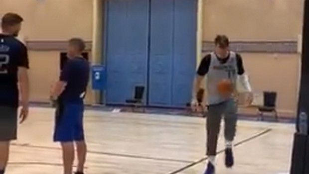 Ντόντσιτς όπως... Μέσι, έκανε ποδοσφαιρικά κόλπα με μπάλα του μπάσκετ