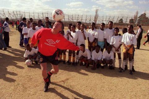 ALEX FERGUSON, MANCHESTER UNITED MANAGER COACHING CHILDREN IN SOWETO