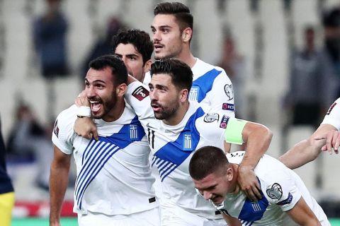 Παίκτες της Ελλάδας πανηγυρίζουν γκολ που σημείωσαν στην αναμέτρηση με τη Σουηδία για τον 2ο προκριματικό όμιλο της ευρωπαϊκής ζώνης του Παγκοσμίου Κυπέλλου 2022 στο Ολυμπιακό Στάδιο | Τετάρτη 8 Σεπτεμβρίου 2021