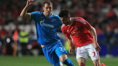 LISBON, PORTUGAL - FEBRUARY 16:  Artem Dzyuba of FC Zenit and Andreas Samaris of Benfica challenge for the ball during the first leg of the UEFA Champions League Round of 16 match between SL Benfica and FC Zenit at Estadio da Luz on February 16, 2016 in Lisbon, Portugal.  (Photo by Matthew Lewis - UEFA/UEFA via Getty Images)