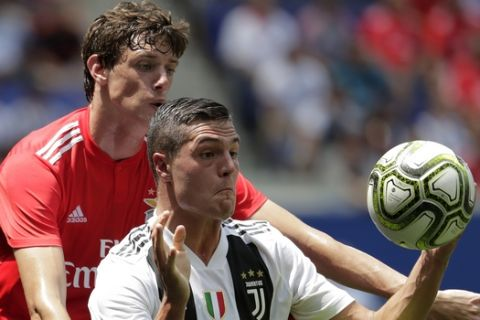 Benfica defender German Conti, back, defends against Juventus forward Andrea Favilli during the first half of an International Champions Cup tournament soccer match, Saturday, July 28, 2018, in Harrison, N.J. (AP Photo/Julio Cortez)