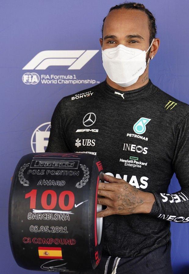 Ο Λιούις Χάμιλτον με τον τίτλο της 100ης pole στη Βαρκελώνη /8-5-2021