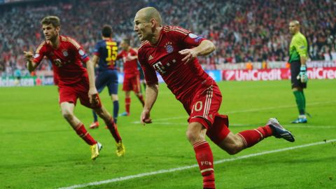 MUNICH, GERMANY - APRIL 23:  Arjen Robben of Bayern Muenchen celebrates scoring the third goal during the UEFA Champions League Semi Final First Leg match between FC Bayern Muenchen and Barcelona at Allianz Arena on April 23, 2013 in Munich, Germany.  (Photo by Alex Grimm/Bongarts/Getty Images)