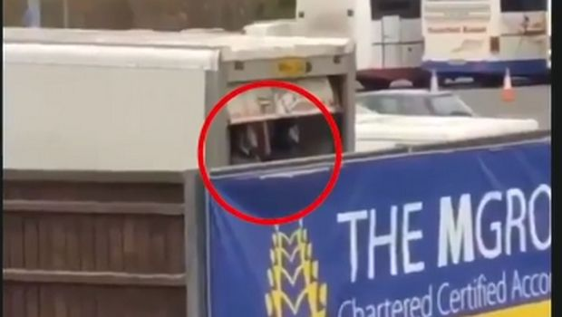 Σε καρότσα φορτηγού φίλοι της Σάντερλαντ για να δουν τσάμπα το ματς με την Όξφορντ (VIDEO)