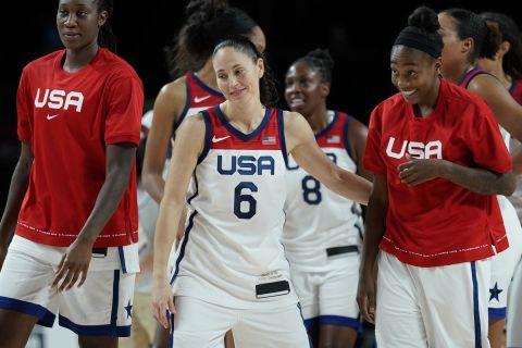 Η Σου Μπερντ και οι συμπαίκτριές της στην Team USA