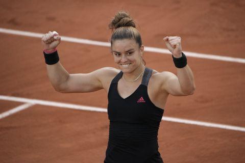 Η Μαρία Σάκκαρη πανηγυρίζει κατά τη διάρκεια του Roland Garros