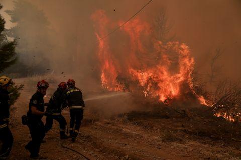 Φωτοφραφία από τις αναζοπυρώσεις στην Εύβοια