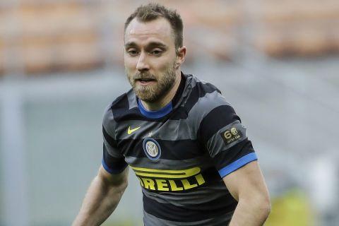 Ο Κρίστιαν Έρικσεν στην αναμέτρηση της Ίντερ με την Τζένοα στη Serie A