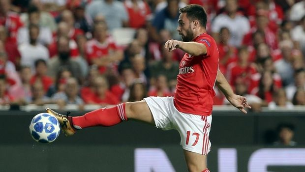 Benfica's Andrija Zivkovic controls the ball during the Champions League playoffs, first leg, soccer match between Benfica and PAOK at the Luz stadium in Lisbon, Tuesday, Aug. 21, 2018. (AP Photo/Armando Franca)
