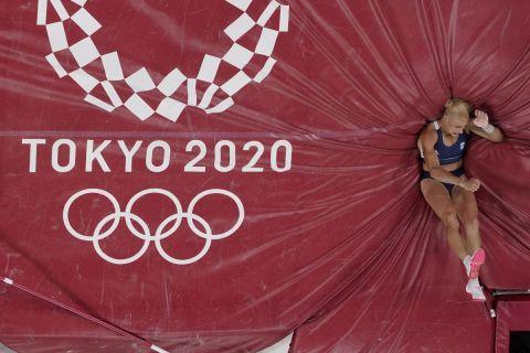 Η Νικόλ Κυριακοπούλου σε στιγμιότυπο του τελικού στο άλμα επί κοντώ των Ολυμπιακών Αγώνων 2020, Τόκιο | Πέμπτη 5 Αυγούστου 2021