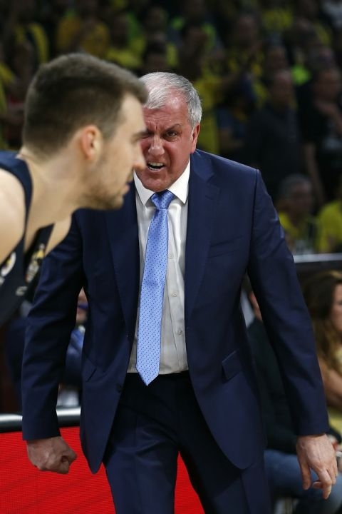 Fenerbahce head coach Zeljko Obradovic shouts at his player Fenerbahce's Marko Guduric during their Final Four Euroleague final basketball match between Real Madrid and Fenerbahce in Belgrade, Serbia, Sunday, May 20, 2018. (AP Photo/Darko Vojinovic)