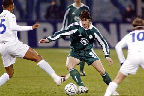 Auxerre's Ivorian forward Bonaventure Kalou (L) and Finnish midfielder Teemu Tainio (R) try to stop Panathinaikos's Greek player Giourkas Seitaridis (C) during their UEFA third round first leg football match, 26 February 2004 at the Abbe Deschamp stadium in Auxerre.  AFP PHOTO FRED DUFOUR