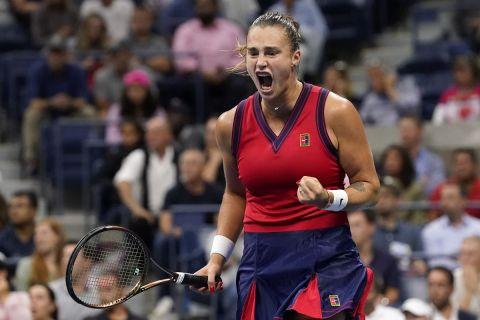 Η Αρίνα Σαμπαλένκα στη διάρκεια του ημιτελικού του US Open