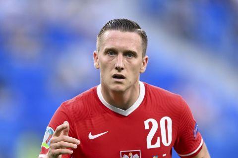 Ο Πιοτρ Ζιελίνσκι με τη φανέλα της Πολωνίας σε ματς κόντρα στην Σουηδία για την τελική φάση του Euro 2020  23 Ιουνίου 2021