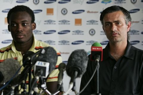 Chelsea's Portuguese manager Jose Mourinho, right, sits with Ghana international Michael Essien during a news conference to unveil the midfielder at the club's training ground in Cobham, Surrey, south east England, Friday Aug. 19, 2005.  Chelsea on Friday announced the signing of Essien, from the French club Lyon for a fee of 24.4 million pounds (US $43.8 million, 35.9 million Euros).  (AP Photo/Matt Dunham)