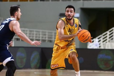 Ο Δημήτρης Κατσίβελης σε αγώνα ΑΕΚ- Τσμόκι Μινσκ για το Basketball Champions League την σεζόν 2020/21