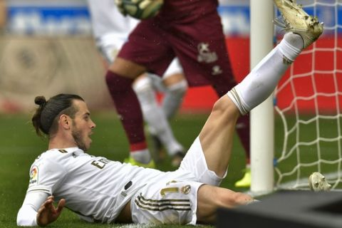 Real Madrid's Gareth Bale falls on the pitch after missing a goal during the Spanish La Liga soccer match between Real Madrid and Alaves at Mendizorroza stadium, in Vitoria, northern Spain, Saturday, Nov. 30, 2019. (AP Photo/Alvaro Barrientos)
