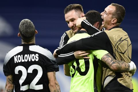 Ο Γιώργος Αθανασιάδης στις αγκαλιές των συμπαικτών του | 28 Σεπτεμβρίου 2021