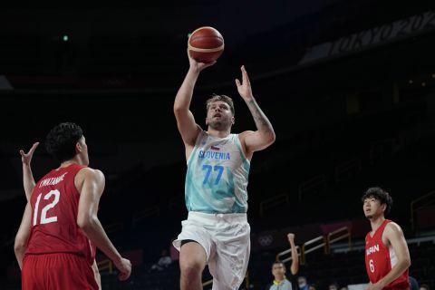 Ο Ντόντσιτς κάνει το λέι απ απέναντι στην Ιαπωνία στους Ολυμπιακούς Αγώνες του Τόκιο