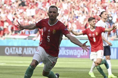 Ο Ατίλα Φιόλα πανηγυρίζει γκολ με τη φανέλα της Ουγγαρίας κόντρα στην Γαλλία στο Euro 2020
