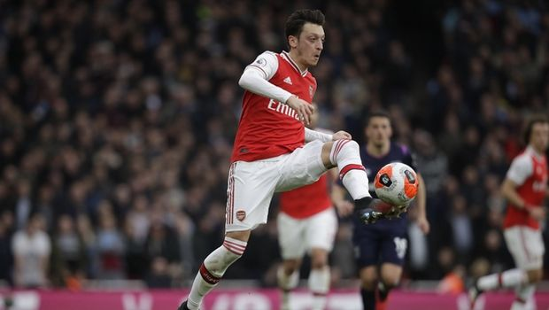 Arsenal's Mesut Ozil controls the ball during the Premier League soccer match between Arsenal and West Ham at the Emirates Stadium in London, Saturday, March 7, 2020.(AP Photo/Matt Dunham)