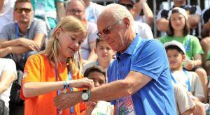 """Ο Μπεκενμπάουερ, Παγκόσμιος Πρέσβης του προγράμματος, """"Ποδόσφαιρο για τη φιλία"""""""
